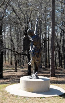 Image source:http://forgottengeorgia2.blogspot.ca/2016/02/angel-statue-cedar-lane-cemetery-at.html